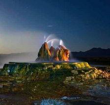 ...,富含矿物质的地下热水冲出了一座山状的锥形体,还有宽阔的阶地...