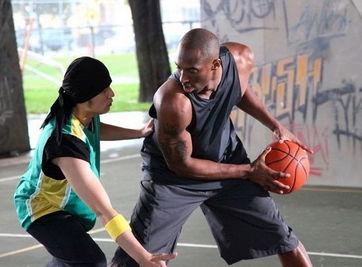 ...嫩模昆凌曾搭档篮球帅哥拍广告