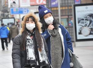 吉吉成人色情网-...家嘴,游客重的大人小孩也都穿著厚厚的冬装,在寒风中仍然觉得体...