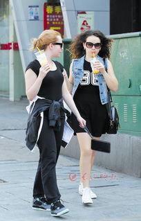 长沙一日入夏 美女穿黑丝袜超短裙上街