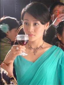 色撸撸淫姨-曾在电视剧《金粉世家》中饰演