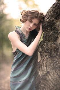 . 迷失在秘密森林里的,诗一般的女子 襌猫