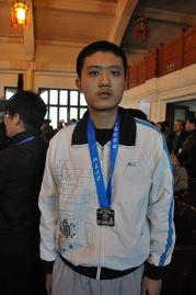 3王瀚琳同学在颁奖典礼上-化学奥赛喜报