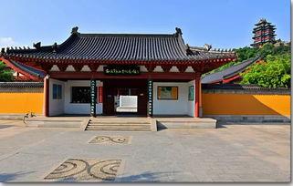 起:它既是诸多王朝的龙兴之地,也是更多帝王仓皇辞庙之所;它既在...