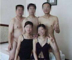 ...夫妻在宾馆中的性爱场面,后来经照片主人证实,他们是在进行