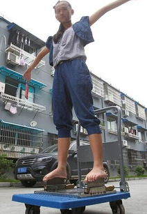 ...温州13岁女孩赤脚踩刀刃 跑江湖