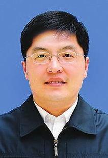 6年12月生,朝鲜族,中共党员,在职研究生学历.曾任延边大学发展...