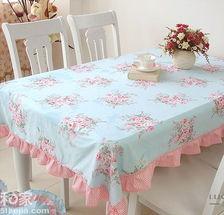 红蓝撞色田园风格桌布-15款彩色餐桌布 营造明朗用餐环境