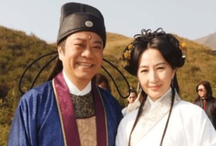 肥老太太视苹-...但56岁的他和妻子演绎了最完美的爱情