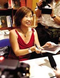 布欧洲、美洲和亚洲.此外,她还采访了大量政经界的领袖人物.2001...
