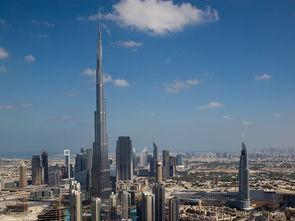 哈利法塔高达828米,有162层,既是世界上最高的建筑也是世界上最...