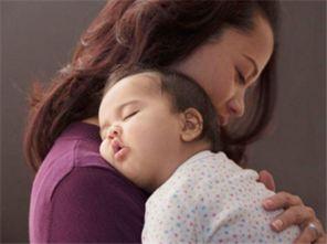 【妈妈抱着宝宝睡觉】_抱宝宝哄睡_抱着孩子睡觉_亲亲-妈妈哄孩子睡...
