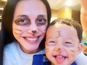 ...,两人脸上都有彩色笔的痕迹,特别是小土豆,都变成了
