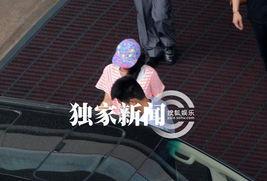 ...某天下午,搜狐视频在首都机场撞见章子怡在哥哥章子男的陪同下返...