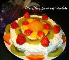 下面的是我的生日宴,参加的人是我们一家三口.-美食厨房