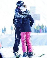 哈里王子与女友大秀恩爱 两人在滑雪场 熊抱