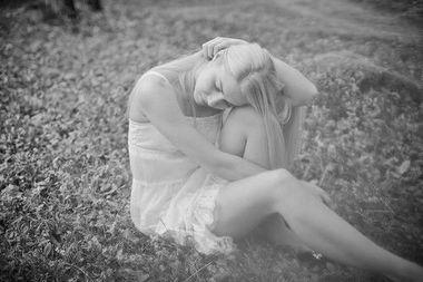 灰色落寞伤感系欧美女生图片