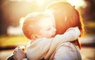 孩子拥抱父亲-家有男孩,这些事情越早知道越好