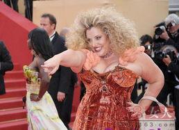 肥而不腻 法国270斤女模不减肥反成时尚新宠
