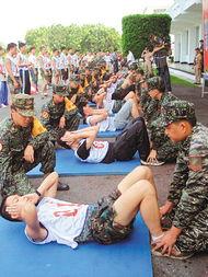 我要操逼图-人民网2月17日电 台军新版体测引来了军人家属的不满,台湾《联合报...