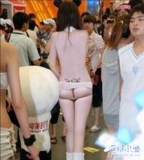 齐B小短裙过时了,现在流行齐腰小短裙配C字裤