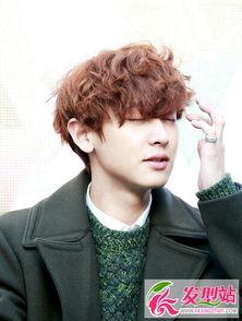 2016韩式男生烫卷发发型 帅气韩国男生短发烫发发型图片