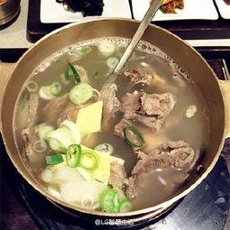 ...来的是韩国铜盘排骨汤,寒冷的夜里,是不是看着就很有暖胃的feel