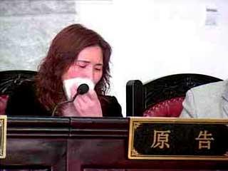 4月17日,鹿城区法院开庭审理该案.当被告代理律师金疆发表完第一...