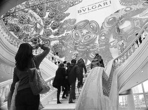 2月17日,位于黄浦江畔的震旦博物馆撩开神秘的面纱,这座几何形体...