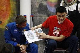 ...宇航员出席读书活动 姚明亲自讲故事