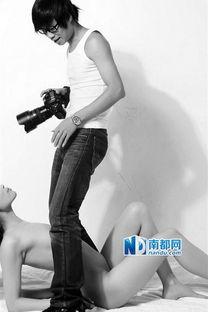 ...摄影师 每天和裸体女孩打交道 图