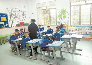 长沙市特殊教育学校一年级启智班学生正在上美术课.-特殊孩子就学...