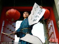 免费a片哥哥射530kkcom-2011年11月22日,在扬州唐城遗址门口,一名自称