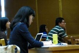 含着跪撅起腐书网-翁帆在清华大学读2011级建筑历史系博士.虽然已经35岁了,但课堂...