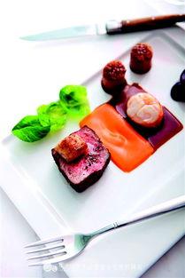 以东南亚风味的粤菜为主,提供高档、正宗的中餐海鲜,招牌菜有龙虾...
