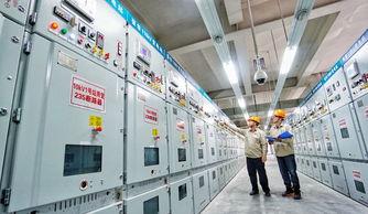 ...家电网北京电力公司张华110千伏变电站工作人员在巡查新设备(9月...