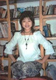 ,二十四岁开始写小说,相继发表文章百余万子;2002年出版短篇小说...