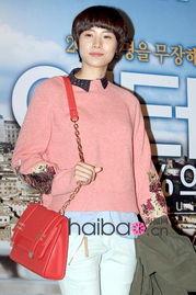 ...印花针织衫亮相法国电影 触不可及 Intouchables 的韩国首映式