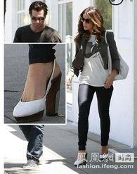 英国女演员凯特·贝金赛尔 (Kate Beckinsale)穿的是Marni高跟鞋-...