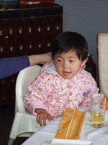 妈妈和牛阿姨干嘛呢?   逗我玩   琪琪说她2岁了,这个姿势我也会   ...