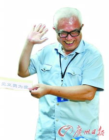 """...夺刀,牛叔不好意思说是\""""小事\"""".( ) -79岁老人公交上被踩脚掏刀..."""
