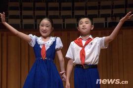 成歌的海洋,将朝鲜平壤学生少年艺术团访华演出推向高潮.   唱着朝...