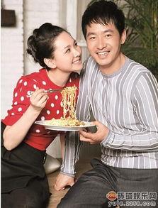 彭羚是香港歌手,唱了很多经典歌曲,如《囚鸟》.彭羚婚后也是专心...