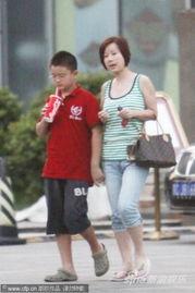 讯,北京,去年五月,满文军吸毒一事闹得沸沸扬扬,而其妻李俐最终...