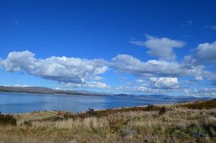 沿着Pukaki湖一路向北,山脚下的80号公路的尽头,就是我们今天的终...