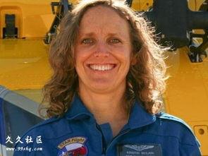 ...直升机上摔下的女护士麦克雷恩.-美国护士乘医疗直升机救人 不慎...