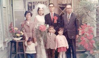 坏孩子记事-...所拍的结婚照.小孩子是继母所生的弟弟妹妹. 图片由受访者提供-...