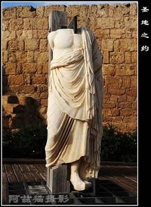 但是耶稣的生母玛利亚和养父约瑟早已得到神的使者的通报,逃到埃及...