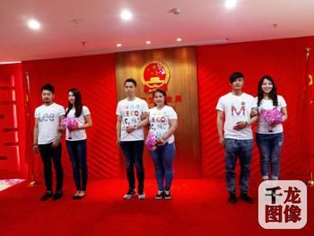 """5月4日上午,北京市朝阳区民政局婚姻登记处举办了一场以""""年华似锦..."""