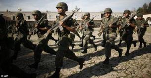 辆   墨西哥军人全副武装   中国网7月21日讯,据英国《每日邮报》报道...